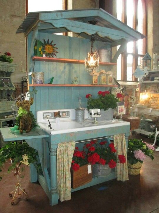 17 Best ideas about Potting Benches on Pinterest Potting station