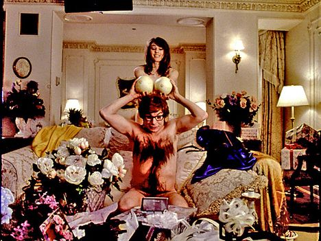 Mike Myers and Elizabeth Hurley in 'Austin Powers'