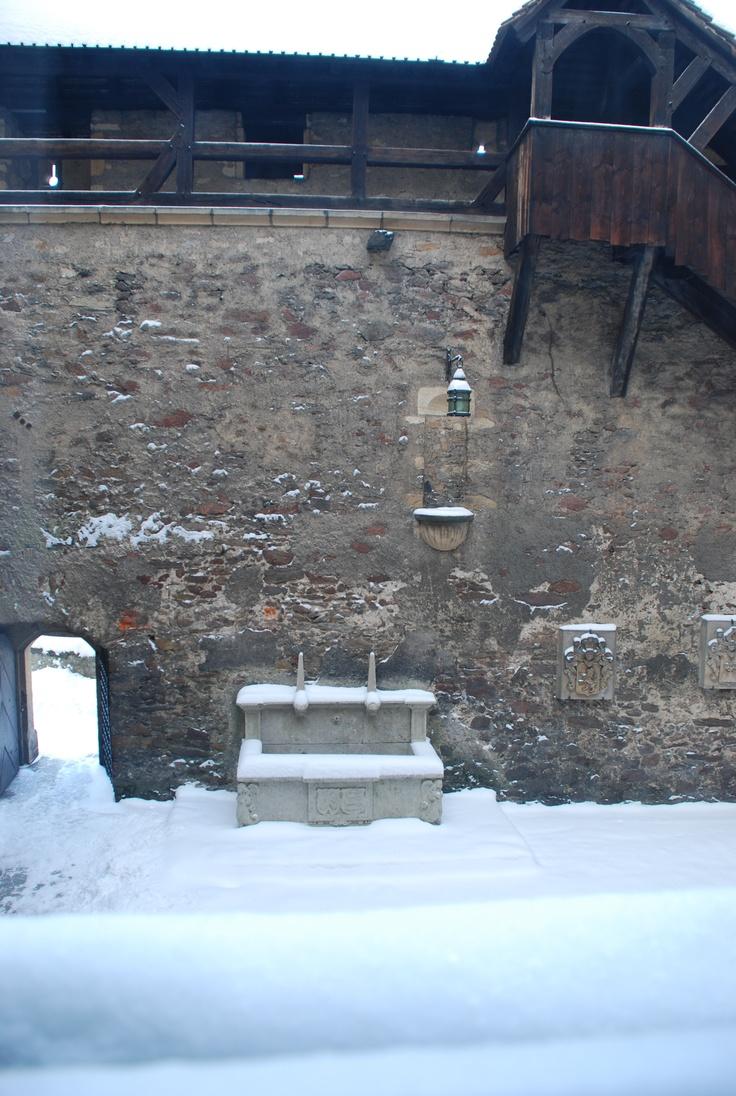 studnia na dziedzińcu wewnętrznym / the well
