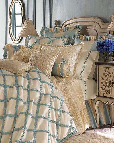 Dormitorio beige y azul