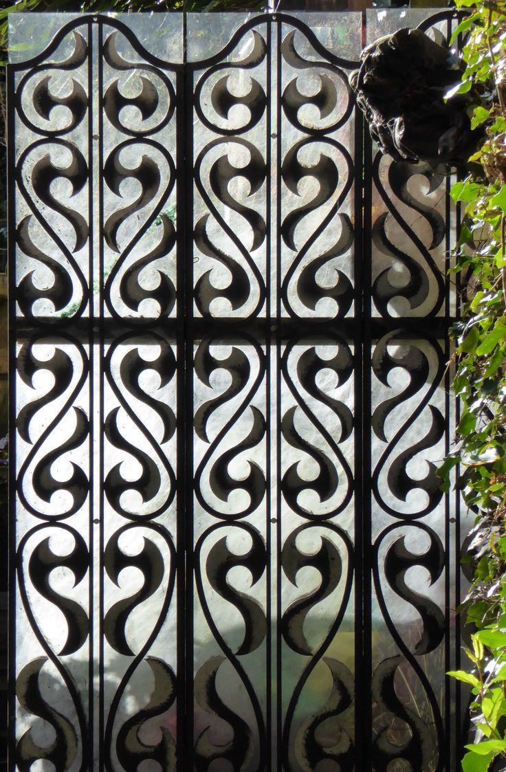 Cut Metal gate