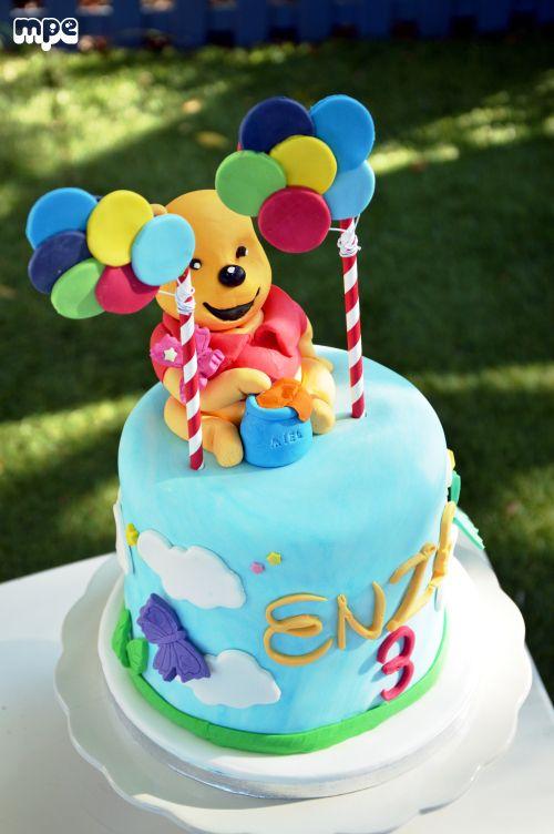 gâteau anniversaire winnie -pâte à sucre- winnie the pooth cake design