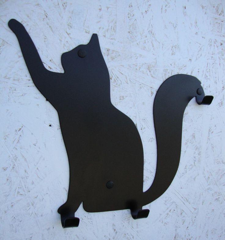 Kotek Filemon trącający łapką z trzema praktycznymi haczykami. Szczególnie polecamy entuzjastom kotków.