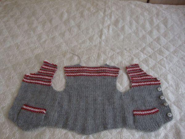 www.pervinengin.net - ERKEK BEBEK YELEĞİ - bebe örgü giysileri - Giysiler