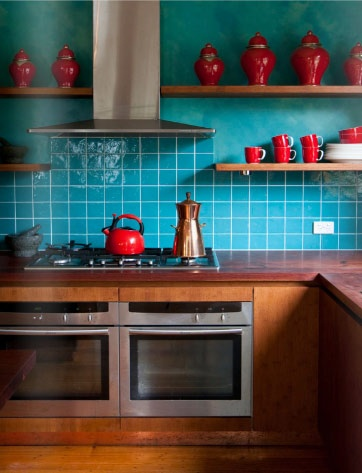 turquoise and red: Colors Combos, Interiors Design, Turquoise Kitchens, Eclectic Kitchen, Colors Combinations, Red Kitchens, Turquoi Kitchens, Red Accent, Rooms Colors Schemes