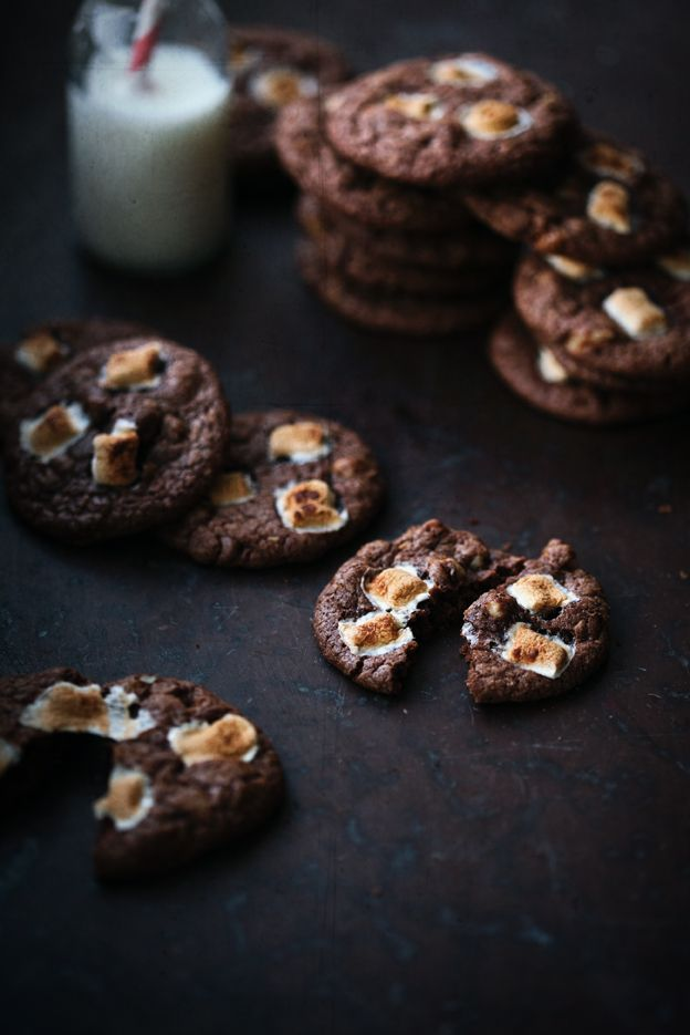Chocolate Cookies with Walnuts and Marshmallows / Chokladkakor med valnötter och marshmallows | Linda Lomelino