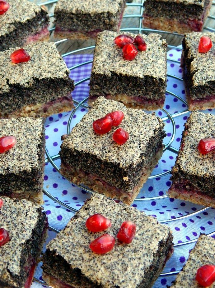 Mézes finomságok...: Paleo mákhabos pite meggyel és csokoládés szederlekvárral...