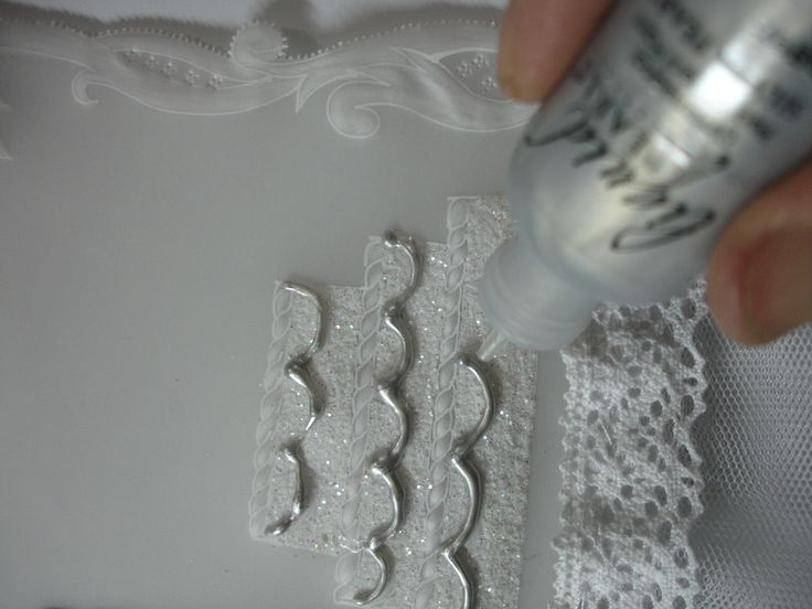 Decorando la torta con  liquid pearls plateado