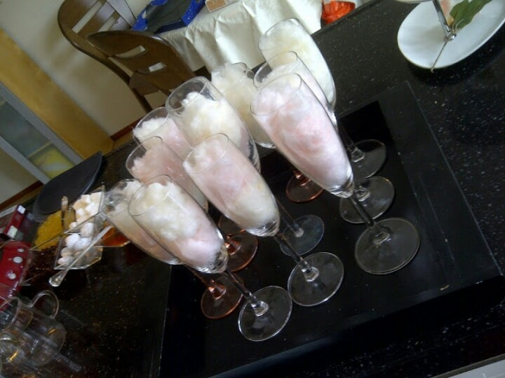 Suikerspin staat klaar voor de champagne voor een extra smaakeffect