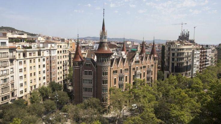 A ministra da Saúde espanhol defende que a culpa da Agência Europeia do Medicamente não ter ficado em Barcelona é dos independentistas. Barcelona foi eliminada logo na primeira volta.