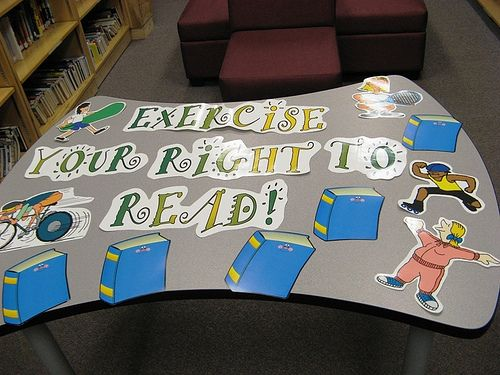 Exercise your right to read: Libraries Bulletin, Boards Retro, Exerci Books, Schools Libraries, Photo Shared, Libraries Display Boards, Exerci Your Rights To Reading, Boards Ideas, Bulletin Boards Display