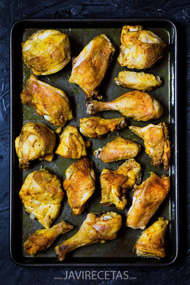 Receta de Pollo al Horno muy fácil y rápida de hacer. Puedes usar un pollo troceado, muslos de pollo, alitas, contramuslos .... e incluye la receta de las Patatas al Horno. Éxito 100% garantizado por Javi Recetas!!!