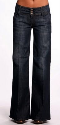 Dark rinse, straight-leg, good style jeans for the pear shape body