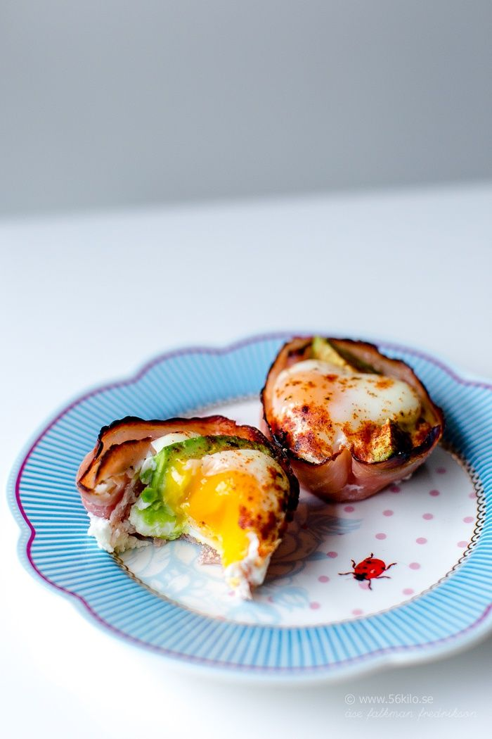 Roasted eggs with ham and avocado