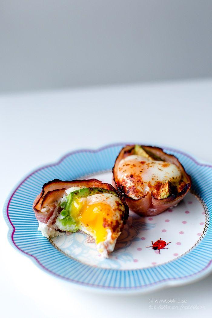 Frukost. Skinka/bacon och ägg, i ugnen.