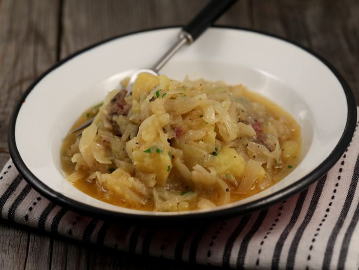 Varza+si+cartofi+cu+carnati+afumati