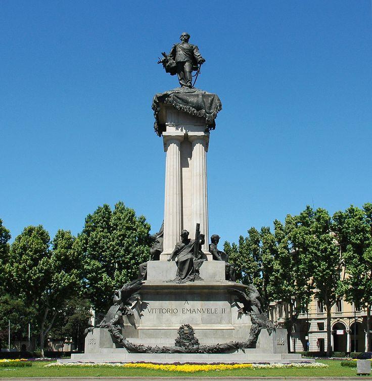 Monumento a Vittorio Emanuele II a Torino. Alto 38 metri, venne inaugurato nel 1899.