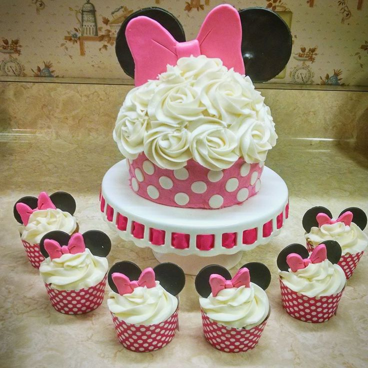 Minnie Mouse Birthday Party with Minnie Mouse Cupcakes and Minnie Mouse Smash Cake #tastycakesbyanna