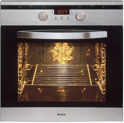 Отчищаем духовку домашним средством  Неважно, насколько сейчас грязная ваша духовка, это средство поможет. Итак, смешиваем четыре части пищевой соды, четыре части уксуса и пару капель средства для мыться посуды. Теперь нанесите эту смесь на всю поверхность духовки и оставьте на 15 минут. Потом возьмите губку и просто смойте весь нагар.