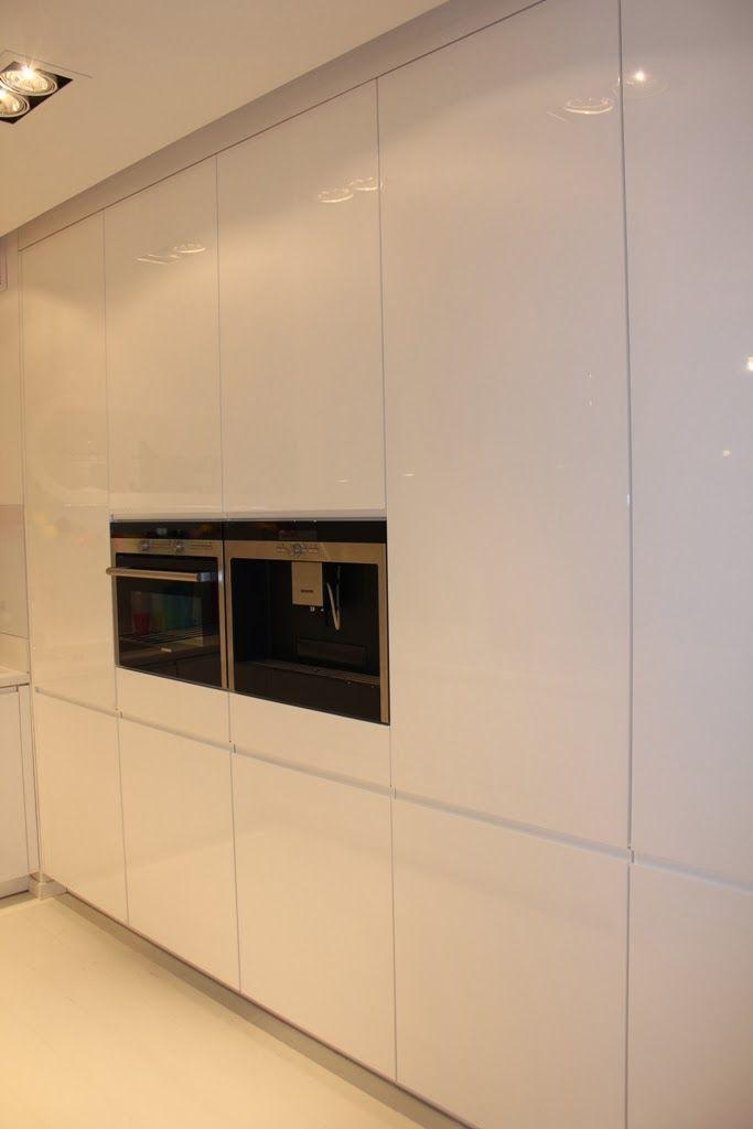 Bardzo biała kuchnia Ady