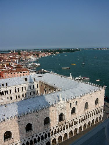 Doges Palace - Venice. Venetian republic's seat of gov't. ogee arches softer pointed arches