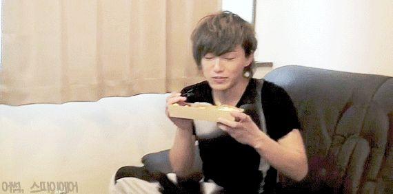 IKE eating a bento~~~^^