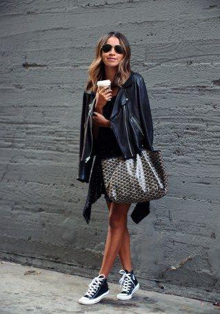Schwarzes kleid cool kombinieren