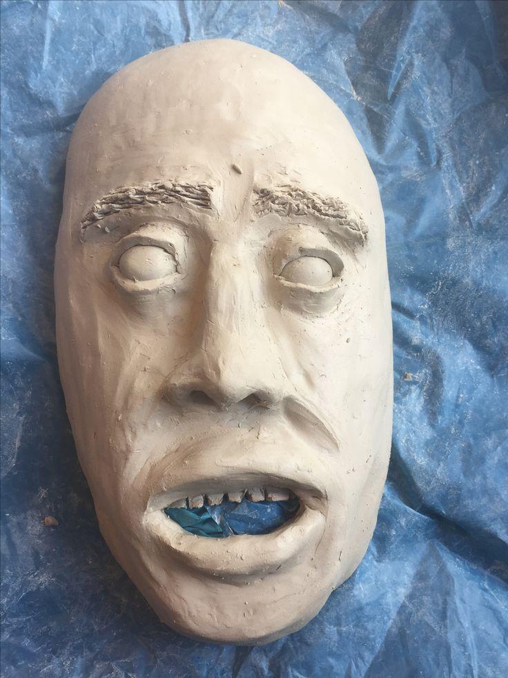 In dag 6 heb ik de mond gemaakt en de rimpels wat dunner gemaakt. De mond liet het gezicht een beetje naar rechts kijken, maar dat ga ik nog veranderen. Ik heb ook de tanden gemaakt en dat vond ik het lastigst. Ik ga de tanden ook nog veranderen denk ik. Hierbij heb ik alweer het plaatje van een bang gezicht gebruikt.