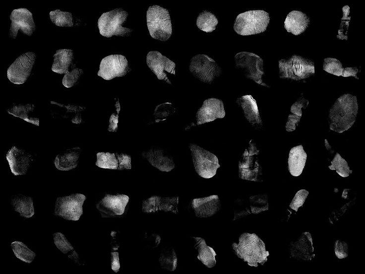 Joost Vanhoutte regala, a través de su perfil en Gumroad, esta increíble colección de mapas alpha con 52 tipos de huellas dactilares.