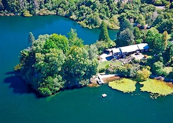 """BLACK HOUSE ON THE POINT - NZ's """"best"""" holiday house in Lake Okareka 