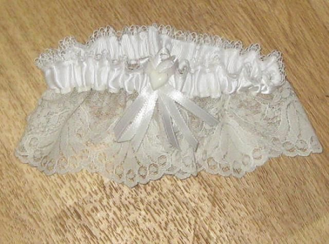 Every bride needs a tossing garter to throw at her wedding reception. Sew her a special garter by following these free, easy to follow, step by step pattern and directions.