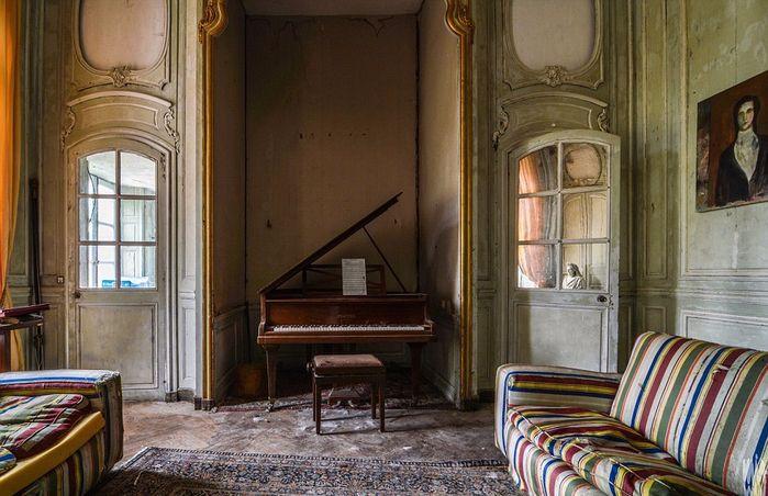 заброшенный старинный дом фото 6 (700x452, 388Kb)