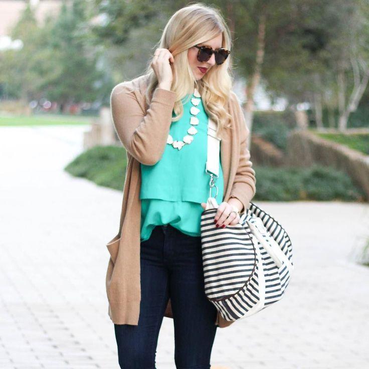 In a style rut? Hop on over to the blog to read how to style denim 9 different ways. Shop our favorite denim stripe duffel via the link in bio. @kelsslayt  blog.sloaneranger.com . . . . . #sloaneranger #sloanestyle #fashion #instaprep #preppy #preppystyle #instastyle #modernprepgazette #preppythings #modernprep #instablogger #instafashion #fashionblogger #fblogger #nautical #aotd #ootd #stripes #nautical #duffel #ontheblog #spring2017 #dscolor