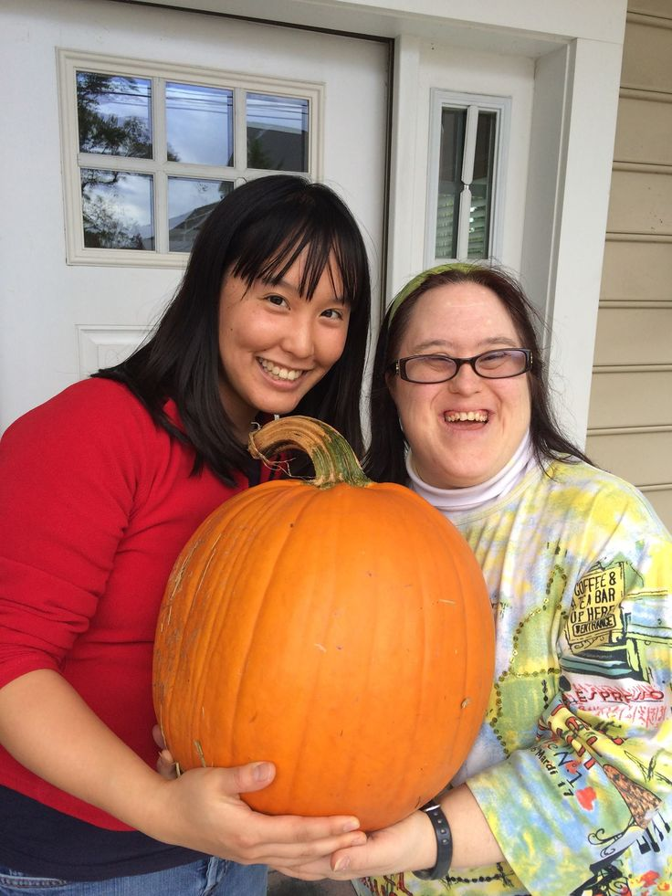 Meet Edna and Laurie, from L'Arche Greater Washington DC, in the USA...  #community #friendship #halloween