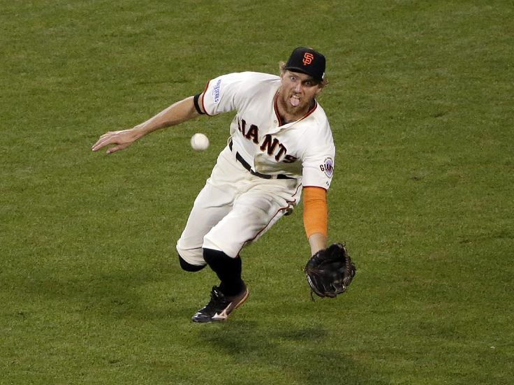 Pence in the middle as Giants rally to tie Series - San Francisco Giants' Hunter Pence makes a diving catch for the out on a ball hit by Kansas City Royals' Lorenzo Cain during the ninth inning of Game 4 of baseball's World Series Saturday, Oct. 25, 2014, in San Francisco. (AP Photo/Marcio Jose Sanchez)