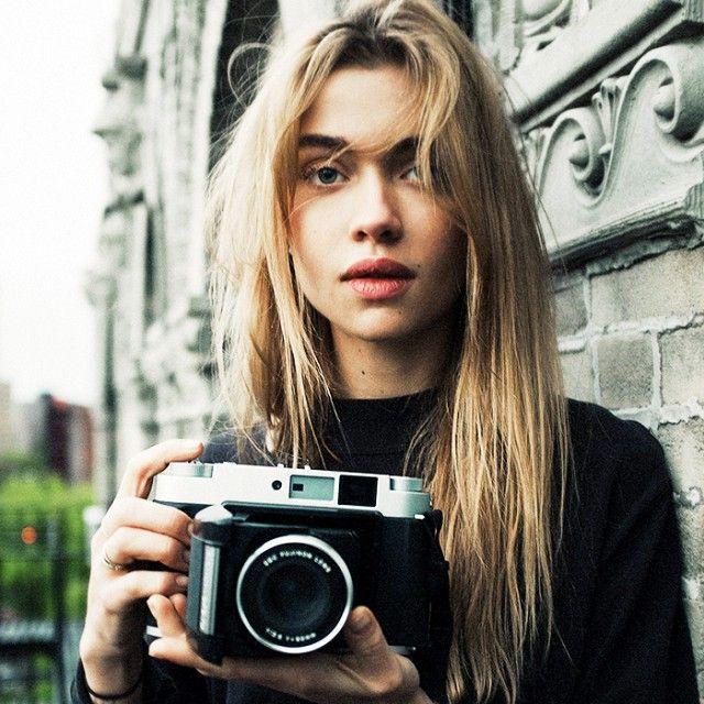 Cu totii ne dorim ca in poze sa aratam exemplar, chiar si daca imbracamintea nu ne pune in valoare. Desi cele mai multe persoane nu stiu ca exista o serie de trucuri pe care le poti folosi atunci cand faci poze, ele inca rezista de-a lungul timpului si sunt folosite de cei care lucreaza in …