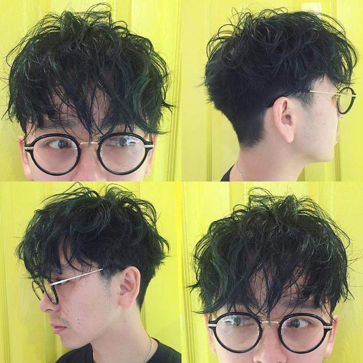 久しぶりに髪を切ってクシャクシャなパーマをかけました。 眼鏡と相性良い みんなも春が来る前にイメチェンして春服を買おう!そして街へ出よう! #vetica #イメチェン #hair #髪型 #髪 #ヘアスタイル #ヘア #メンズヘア #パーマ #カット #cut #perm #me #俺 #眼鏡 #眼鏡男子 #オリバーピープルズ #oleverpeoples