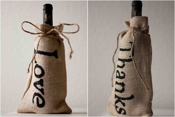 DIY burlap wine gift bags - perfect for the chic wine-o in