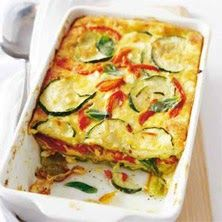 Boodschappenlijstje : 1 Grote courgette 2 Rode paprika's 200 gr Hüttenk äse 150 gr Groene lasagnevellen (spinazie) 3 Eieren 200 gr Geraspte...