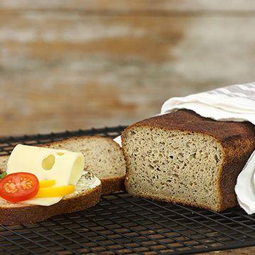 Teff är ett nyttigt frö. Här är ett enkelt recept på bröd, en härligt kryddig limpa bakad på teffmjöl, anis, linfrön och annat gott!