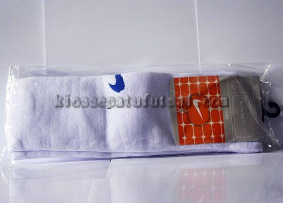 Kaos kaki Nike Putih, Harga:25.000, Kode:Kaos kaki Nike Putih, Cara pesan:Ketik: Pesan # Nama Lengkap # Alamat Lengkap # Kode Produk # Ukuran # jumlah # No. HP, Hub: SMS/BBM ke:8985065451/75DE12D7, Cek stok: http://kiossepatufutsal.com/aksesoris/kaos-kaki-nike-putih