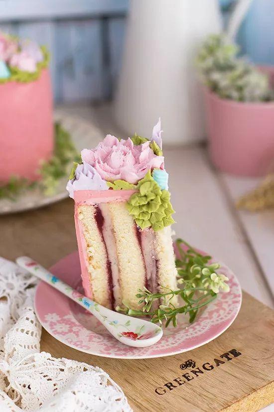 Tarta de crema y fresas {Como usar las boquillas rusas} - Megasilvita