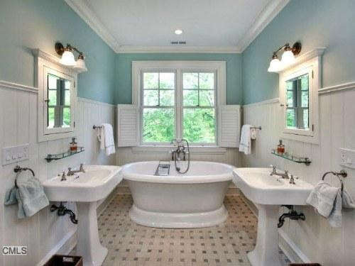 Kid's bathroom. Not a fan of the blue paint, but otherwise very cute.