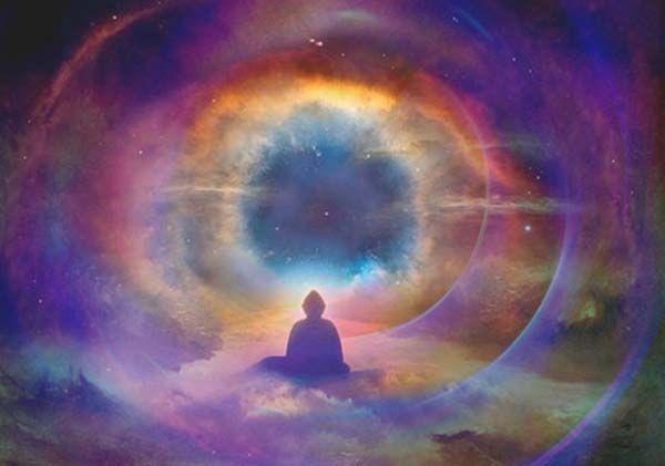 """Ogni forma di meditazione è essenzialmente un modo per trascendere l'ego. In questo senso, la meditazione imita la morte, che non è altro che la morte dell'ego stesso. Se una persona progredisce abbastanza bene nella meditazione, qualunque sia l'approccio prescelto, arriverà al punto in cui sarà stato così esaustivamente """"testimone"""" del processo del trascendere mente e corpo, che alla fine assisterà alla morte dell'ego, risvegliandosi come anima sottile o anche come spirito. E questo è di..."""