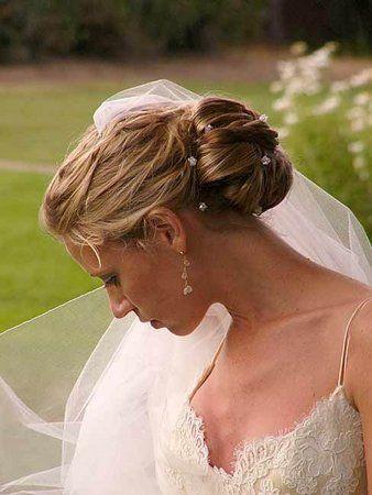 Chignon+Mariage | Coiffure mariage avec frange et chignon haut, Coiffure Mariage Frange ...