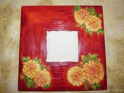 Kreatív ötletek anyák napjára: Tükrös képkeretek    http://www.hobbycenter.hu/VM/KreaTipp-Konyvek/36-Tukros-kepkeretek/flypage.tpl.html#axzz2LeuGgCUw