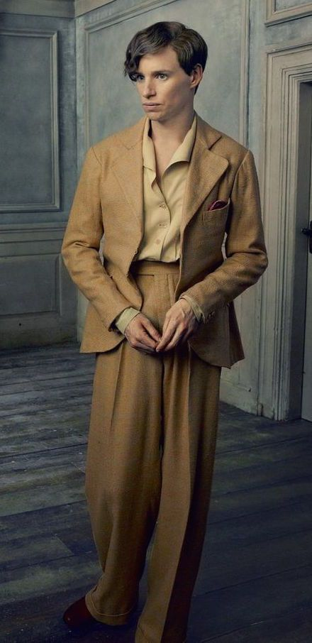 Eddie Redmayne in 'The Danish Girl' (2015). Costume Designer: Paco Delgado