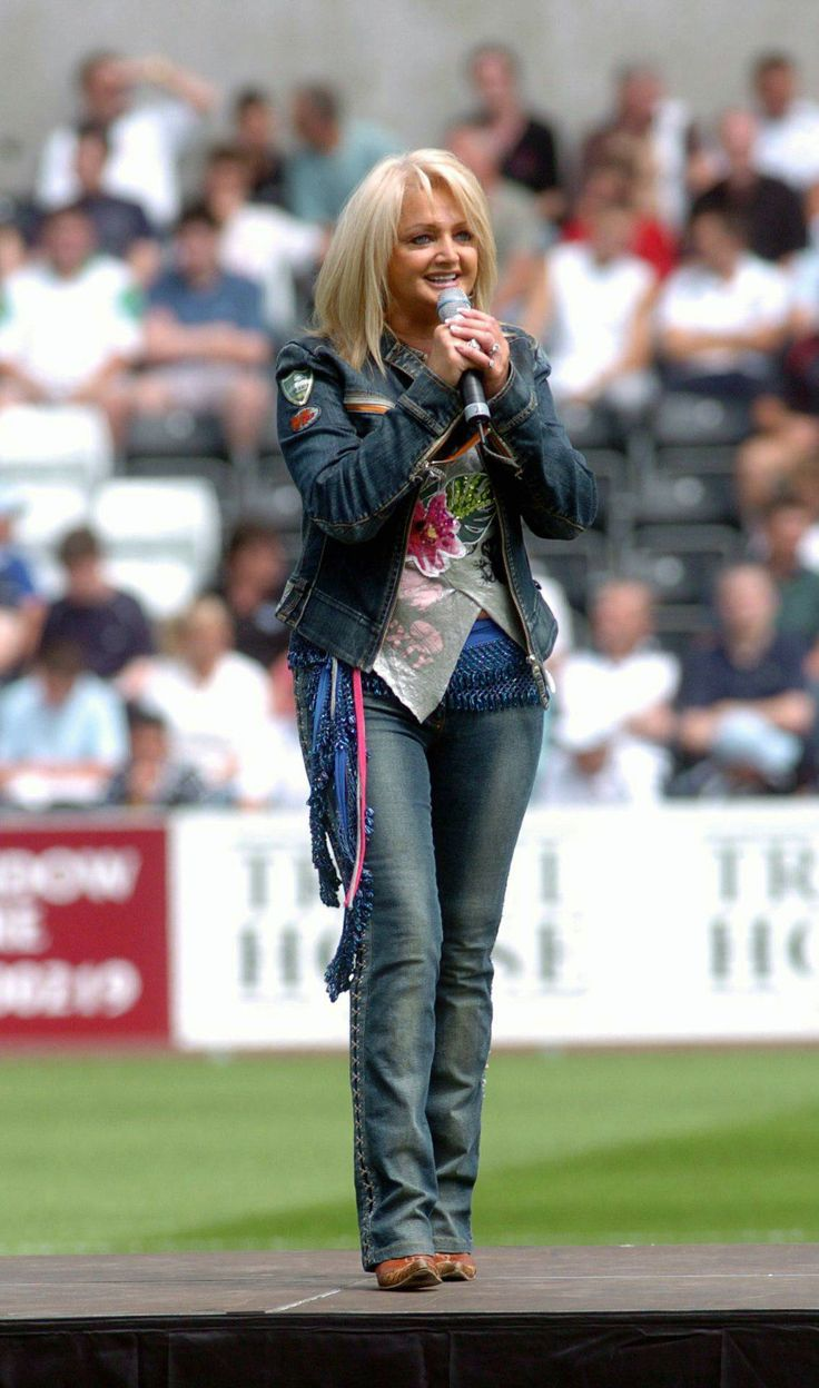 #bonnietyler #rugbymatch #singing