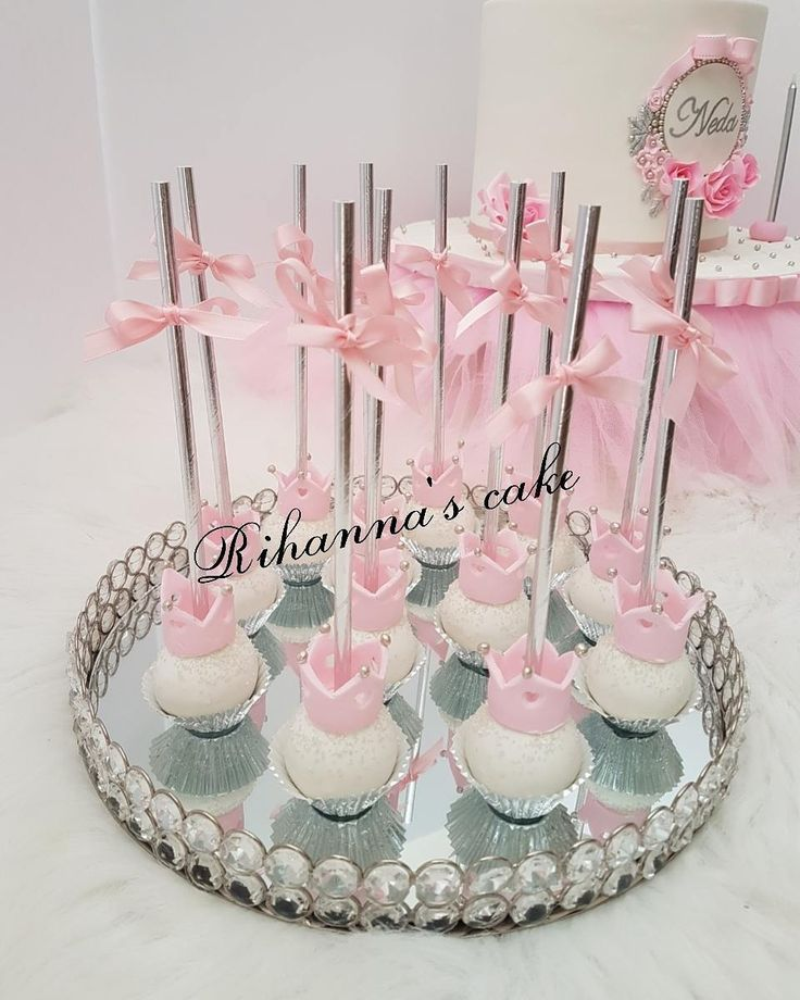 Crown cakepops... #cakepops#crowncakepops#yummy#cakepop#cakepopping#lightpink