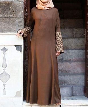 Abaya marron Plus de modèles de Abayas sur http://www.photohijab.com